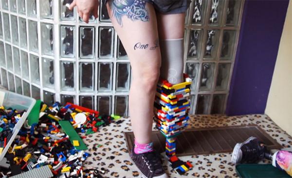 Amputee-Prosthetic-Leg-Made-With-Lego-Bricks