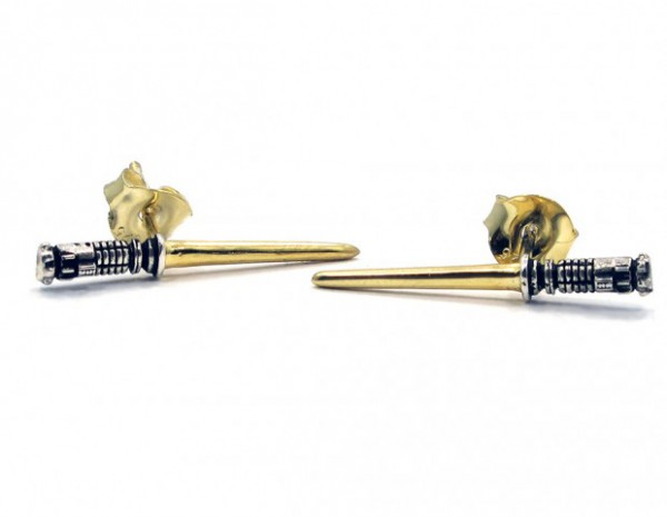 gold_plated_lightsaber_earrings_by_han_cholo_1-620x481